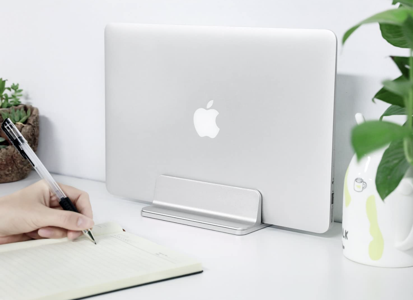 Omoton's vertical MacBook stand gets a 41% discount
