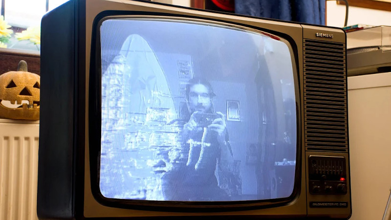 Haunted TV Does Mirror Scares With Raspberry Pi
