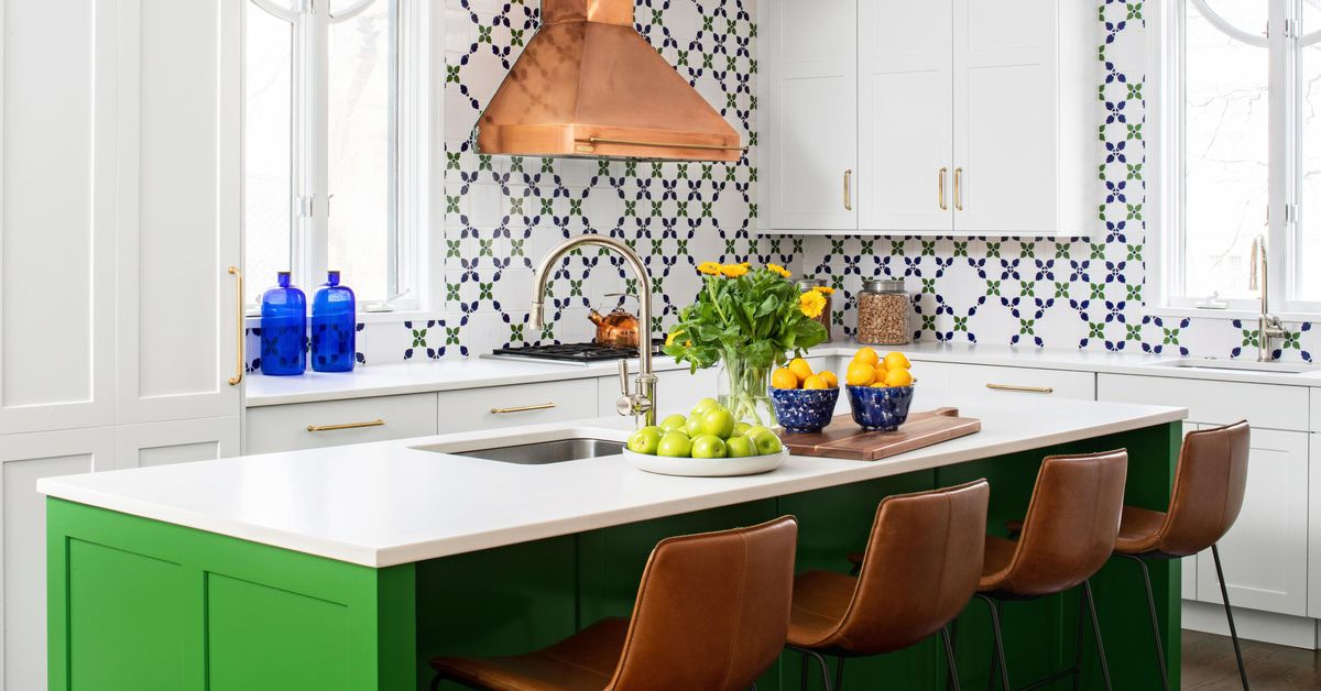See This Smart and Stylish Kitchen Makeover