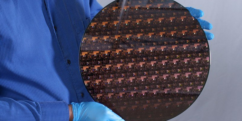 IBM's 2 nm Chip Dazzles with 50 Billion Transistors in Tiny Package