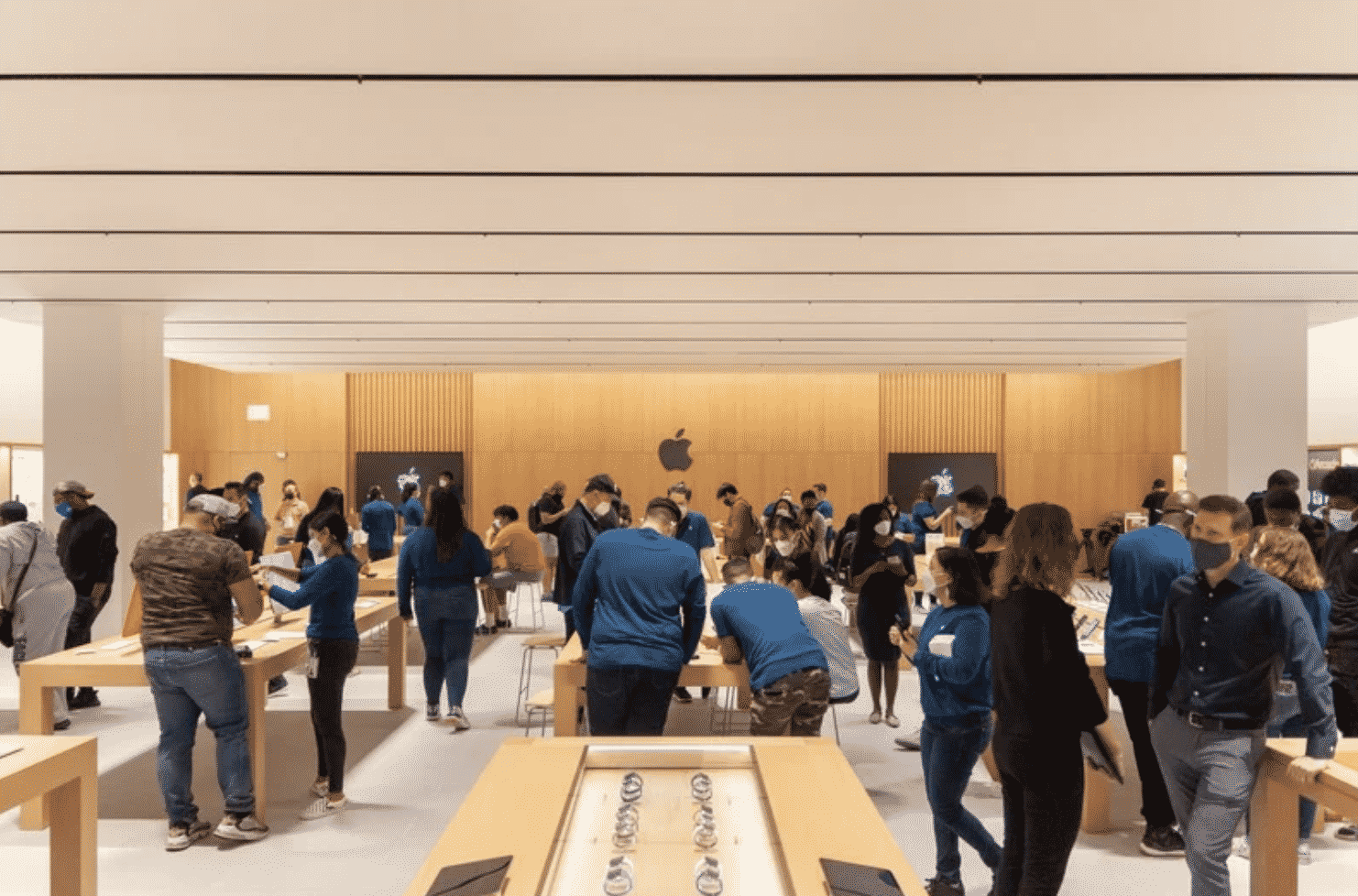 A Virtual tour of newly opened Apple the Mall at Bay Plaza is available