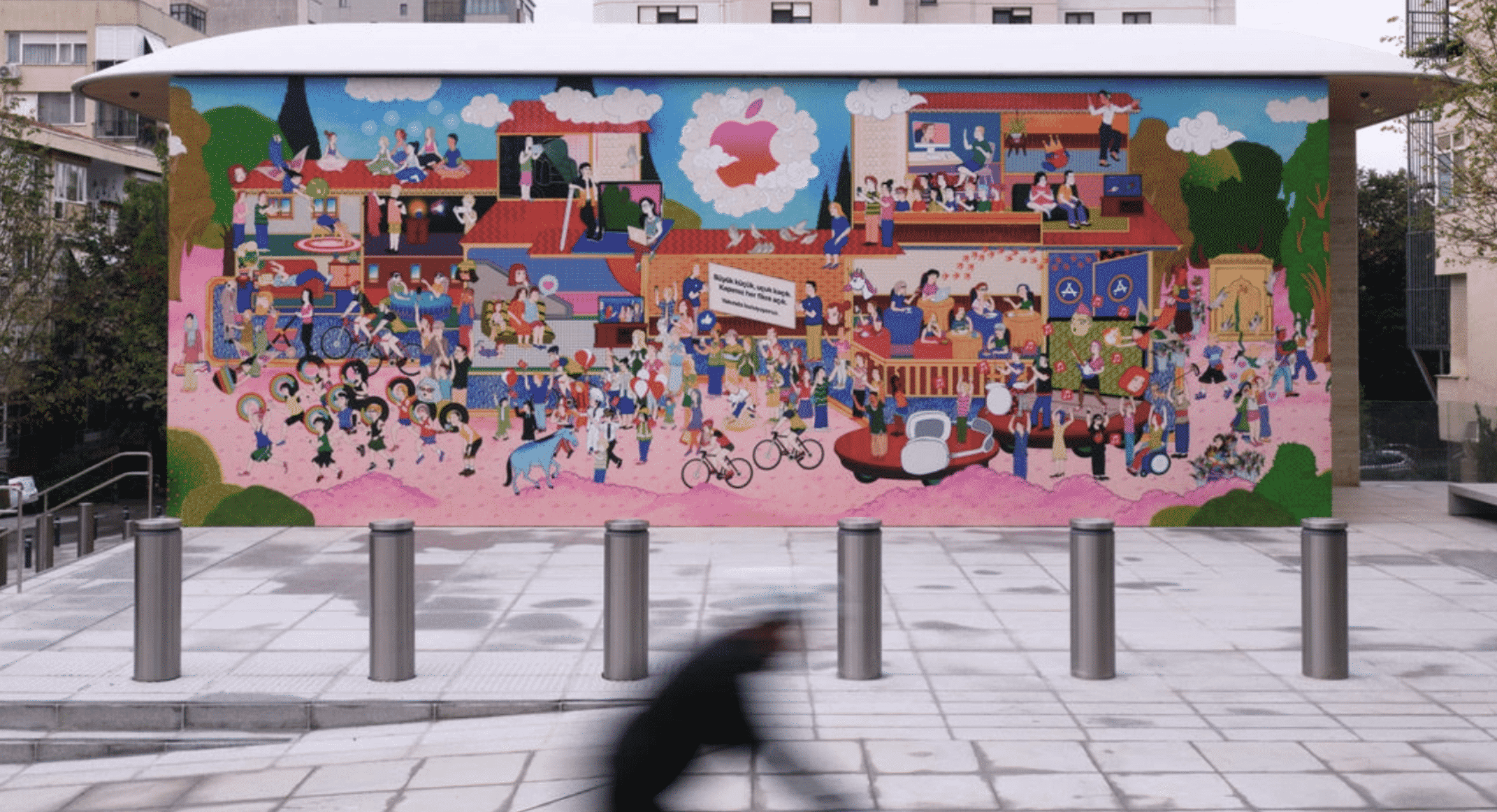 Apple highlights third Apple Store in Turkey with giant mural